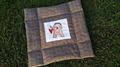 Hundedecke aus Stoffresten / Dog's blanket made from scraps of fabric / Upcycling