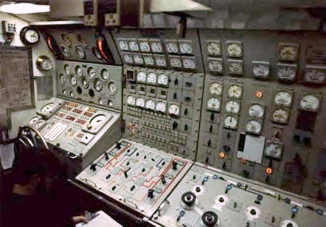 Nuclear Submarine Maneuvering Room Ssbn 620 Flickr Photo Sharing Nuclear Submarine Us Navy Submarines Us Submarines