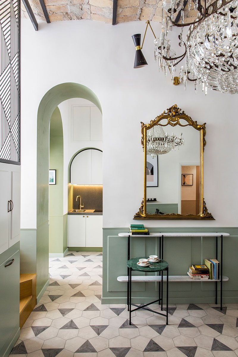 Classic frescoes and modern design: extraordinary apartment ...