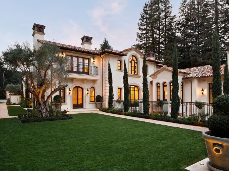 Luxury real estate contemporary Italian villa in Atherton