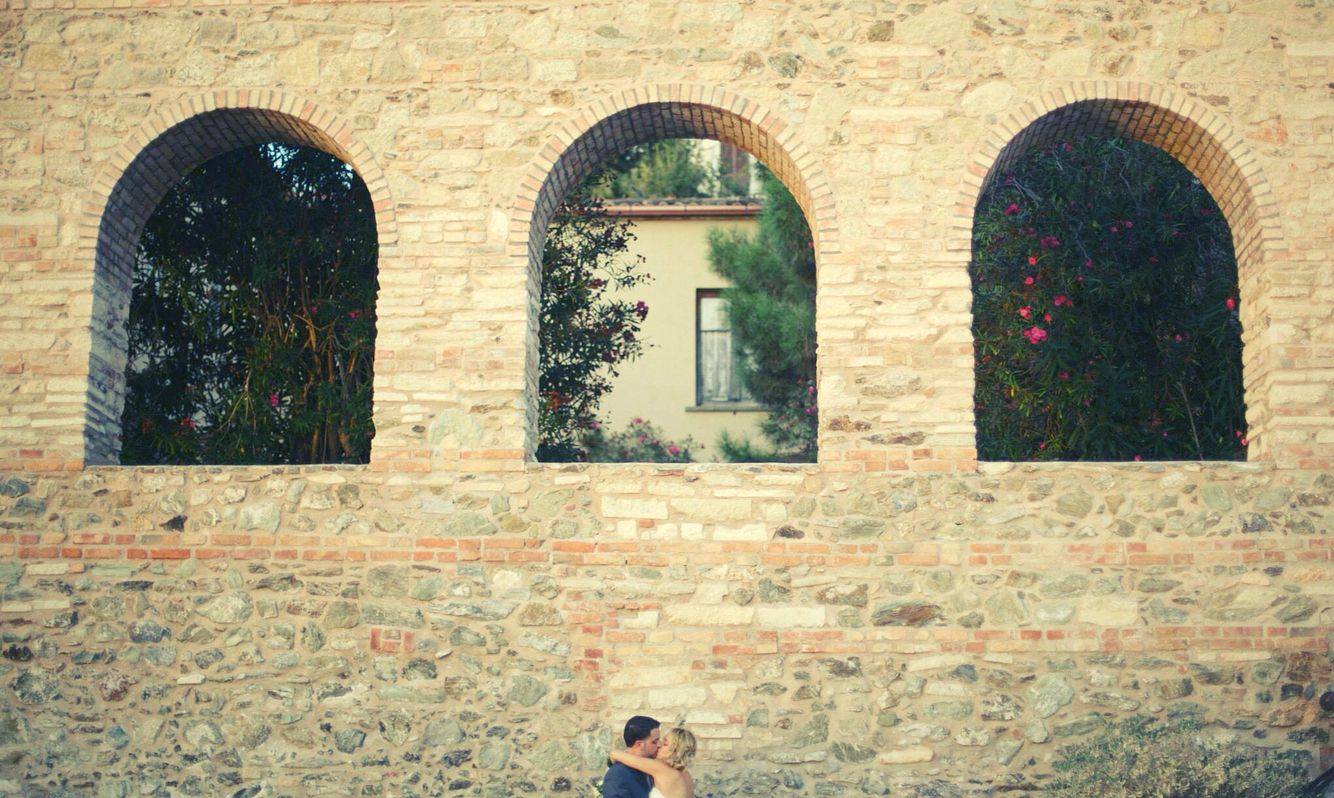 #architecture #istalove #weddingday #istagram #istagood #istalove #destinationwedding #ileniacaputo #weddingphotographer #bride #kiss