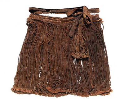 Kvindens dragt i bronzealderen:  Snoreskørt. Snoreskørtet består af tætsiddende snore, der er monteret i et bælte. I den nederste kant er snorene afsluttet med løkker, som holdes sammen i en række med to tvundne tråde, som er placeret lige over løkkerne. Snoredelen af Egtvedpigens skørt er 154 cm bred og 38 cm høj. Det var foldet to gange omkring pigens krop og har oprindeligt hængt på hendes hofter. Et fragment af den øverste del af et snoreskørt fra Hagendrup nær Kalundborg i Vestsjælland…