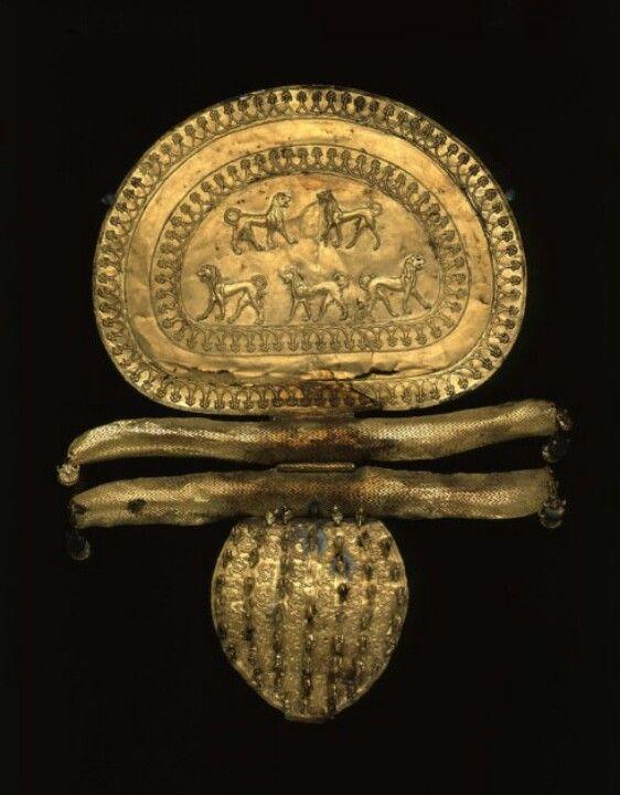 VII a.C.Broche de oro