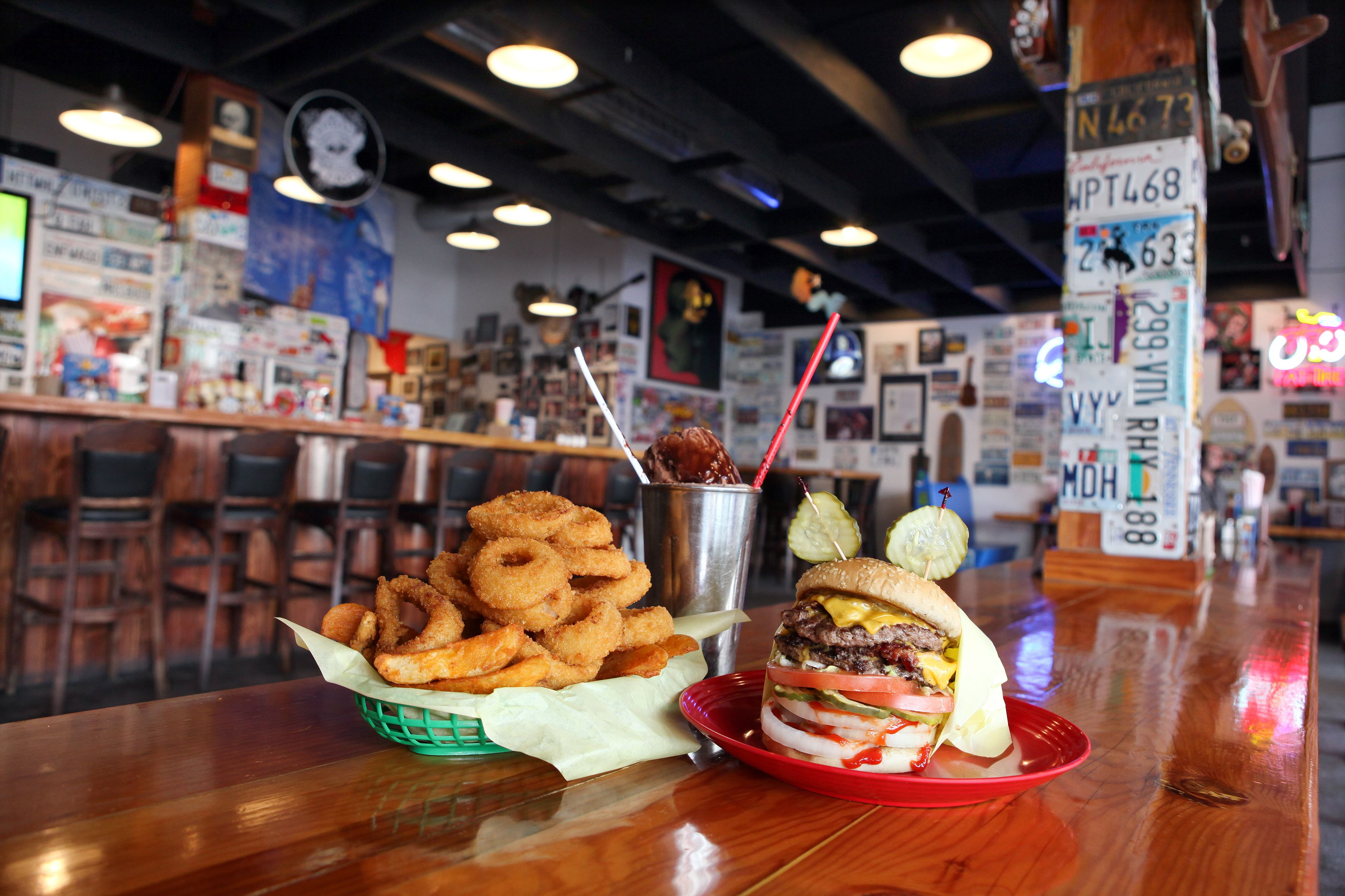 Pin By Divya Tawde On Burger Restaurant Burger Restaurant