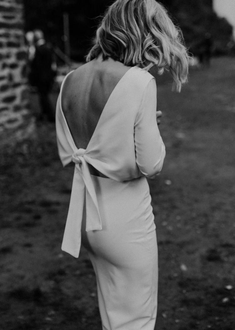 Vestido de novia sin espalda    novia moderna  – Boda