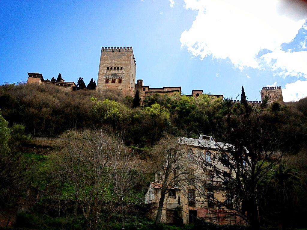 La Alhambra de Granada. Paseo de los tristes.