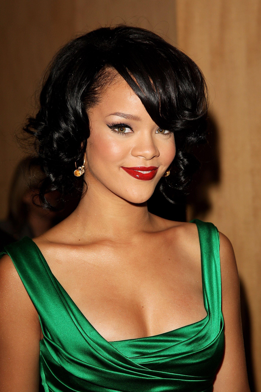 Rihanna S Best Beauty Looks Ever Rihanna Hairstyles Green Dress Makeup Hairstyle [ 3000 x 2002 Pixel ]
