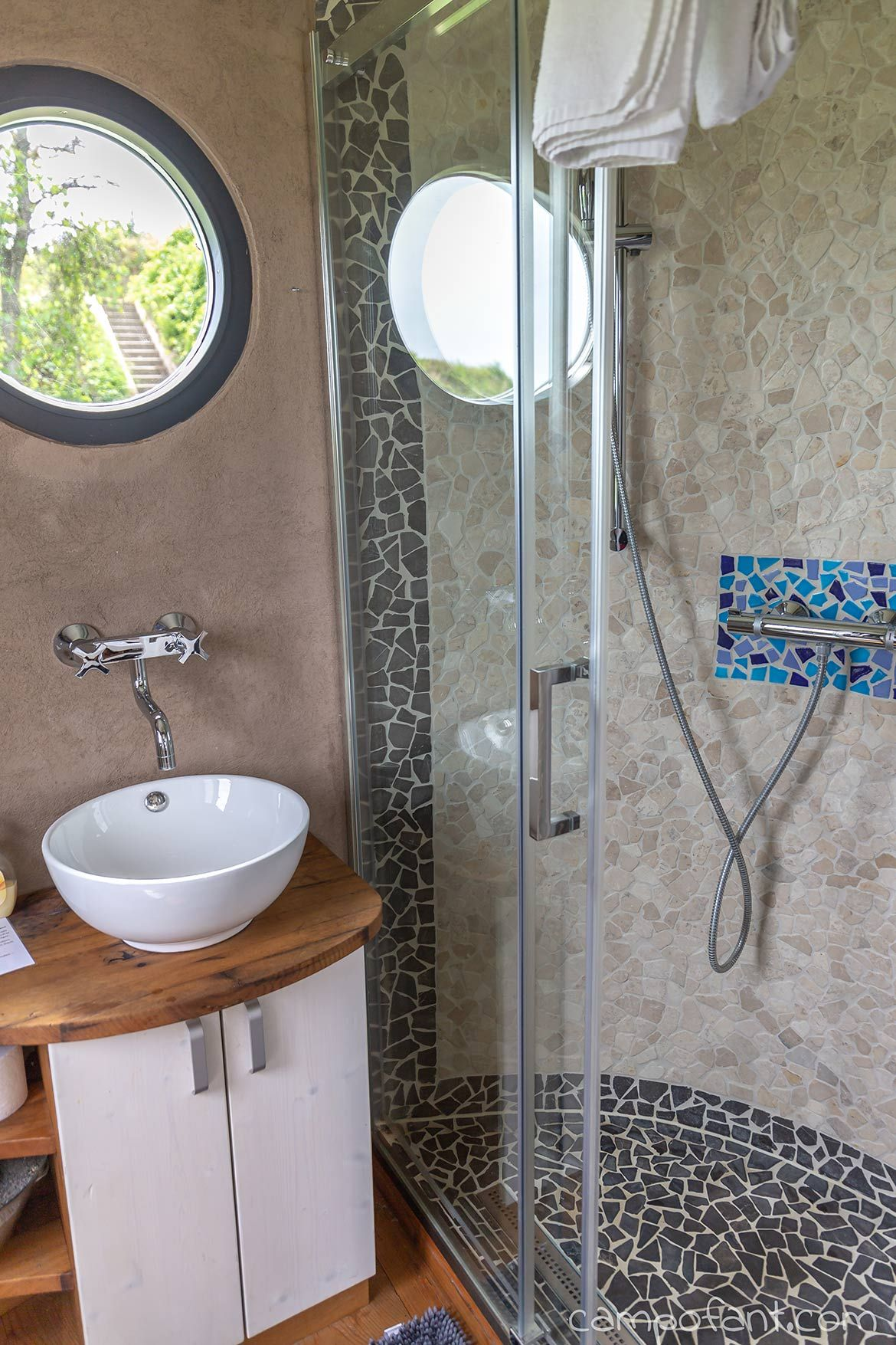 Wohnwagon Karl Eine Nacht Im Autarken Tiny House Campofant Runde Badezimmerspiegel Wohnen Badezimmerspiegel