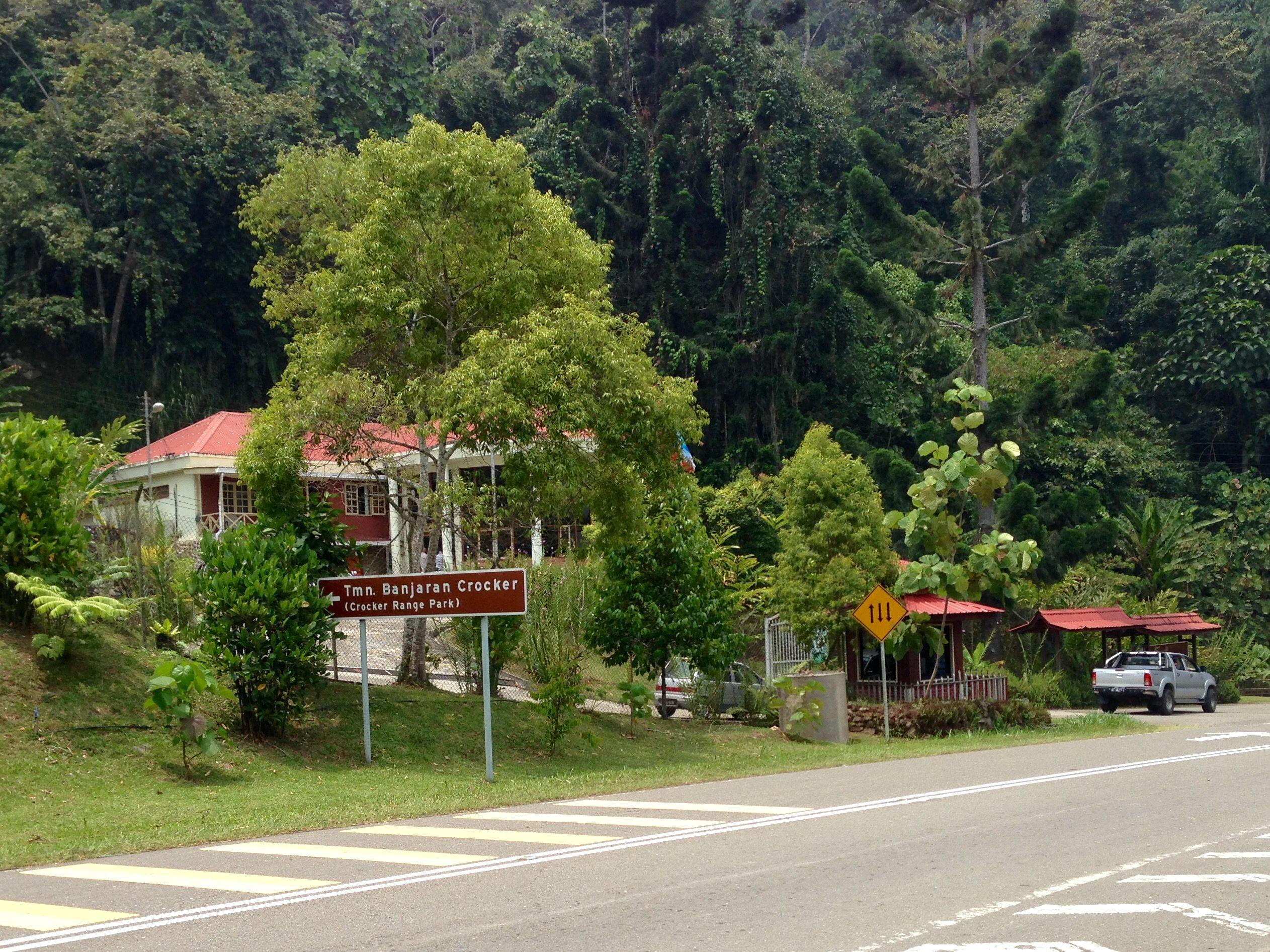 Crocker Range Park In Sabah On The Keningau Kimanis Highway That Crosses The Crocker Range Sabah Country Roads Borneo