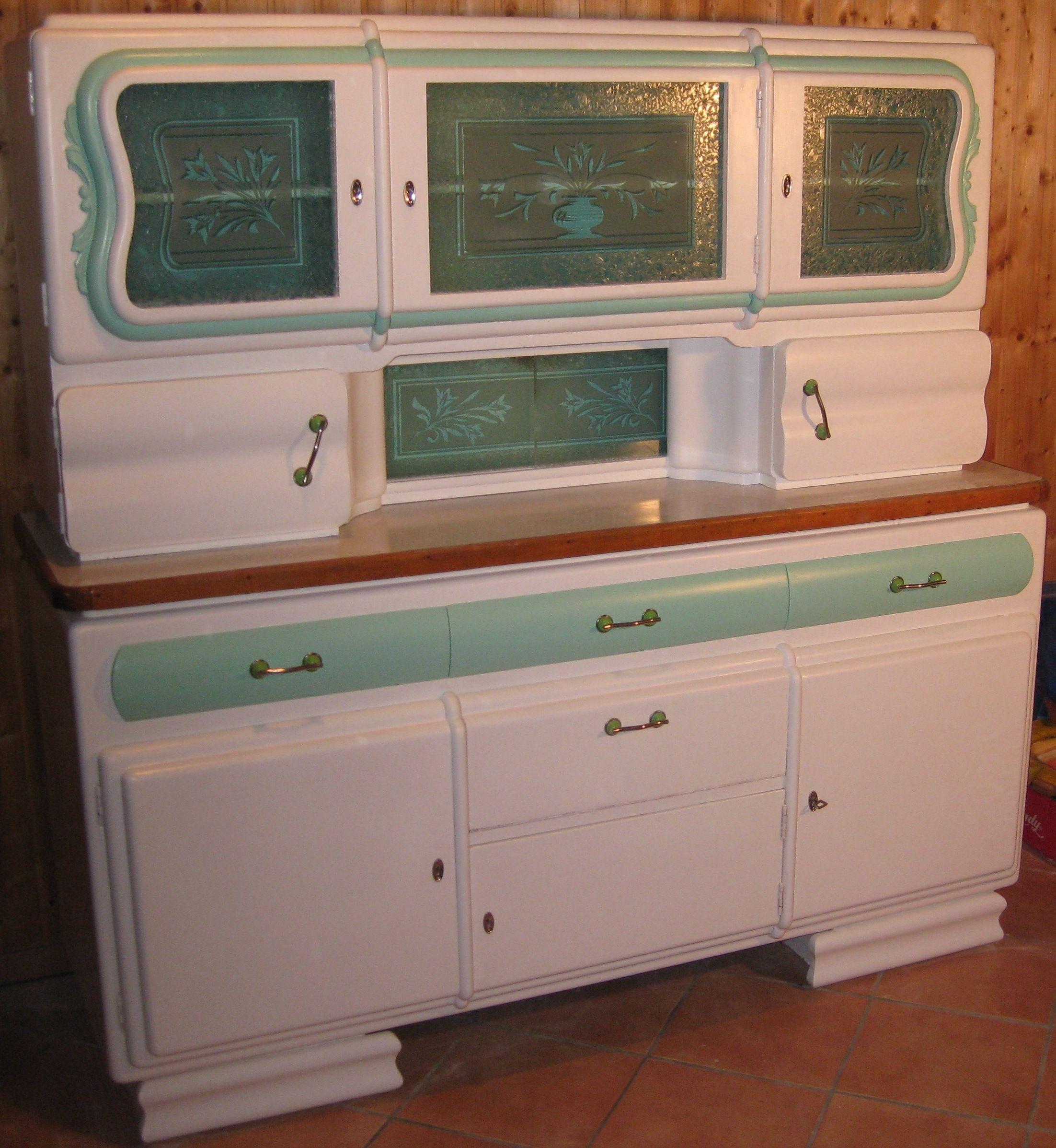 Dies ist ein Küchenbuffet aus den 30er Jahren Wir haben