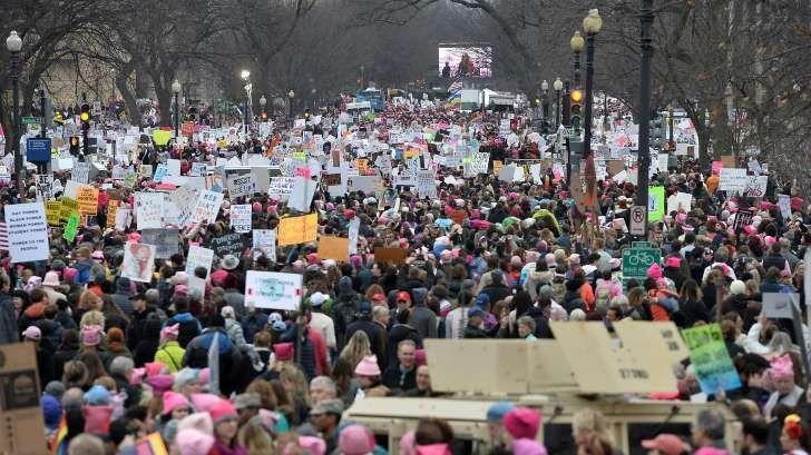 Mtv Paikalla Washingtonin Naisten Marssin Ihmismeressa Osa Lensi Paikalle Tama On Pelottavaa Womens March National Mall Inauguration