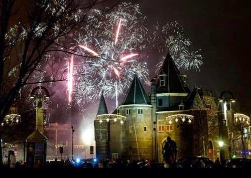 New Year S Eve In Amsterdam Tips For The Blogging Community Vuurwerk Amsterdam Nederland