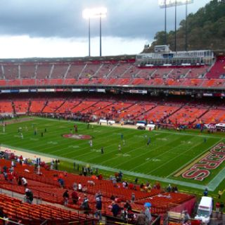 A Great Place To Watch Games But It Can Be Cold San Francisco 49ers San Francisco 49ers San Francisco Giants 49ers Football