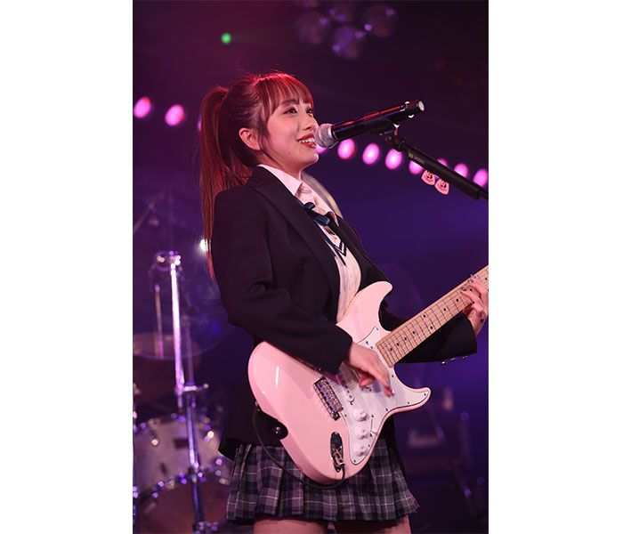 【ライブレポート】向井地美音率いるAKB48初のバンドユニット『Lacet(レセ)』、圧巻のバンド演奏で劇場を沸かす!