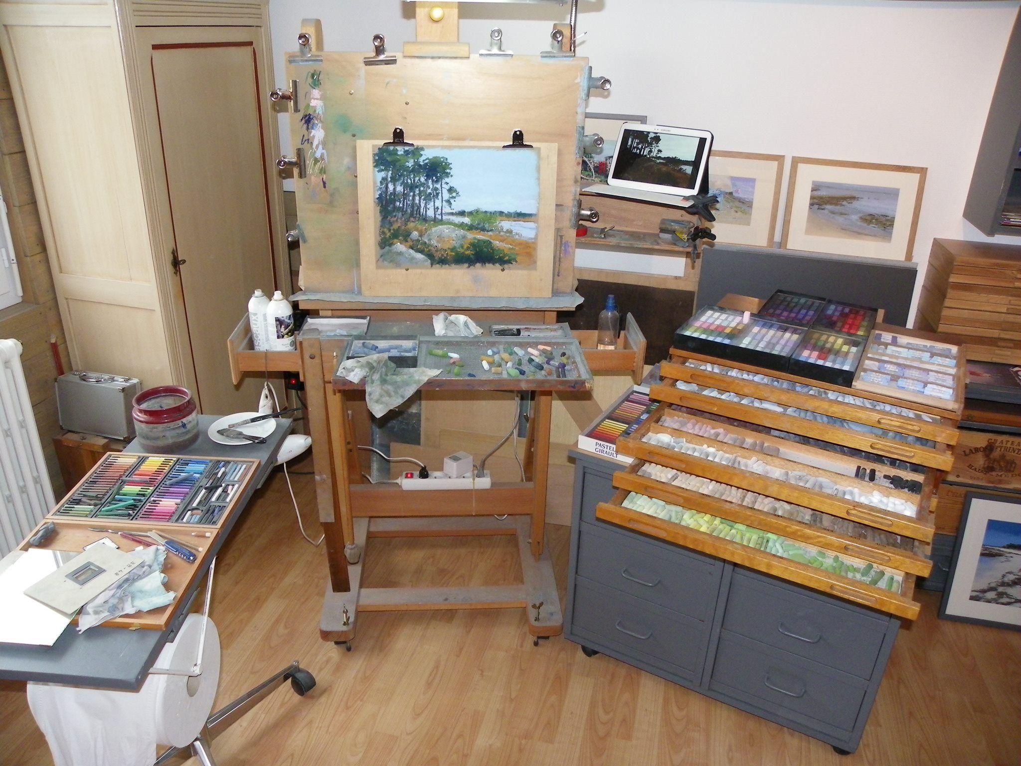 Jean-Yves Marrec  ...une petite visite dans mon atelier: mon poste de travail,pastel fini et photographié