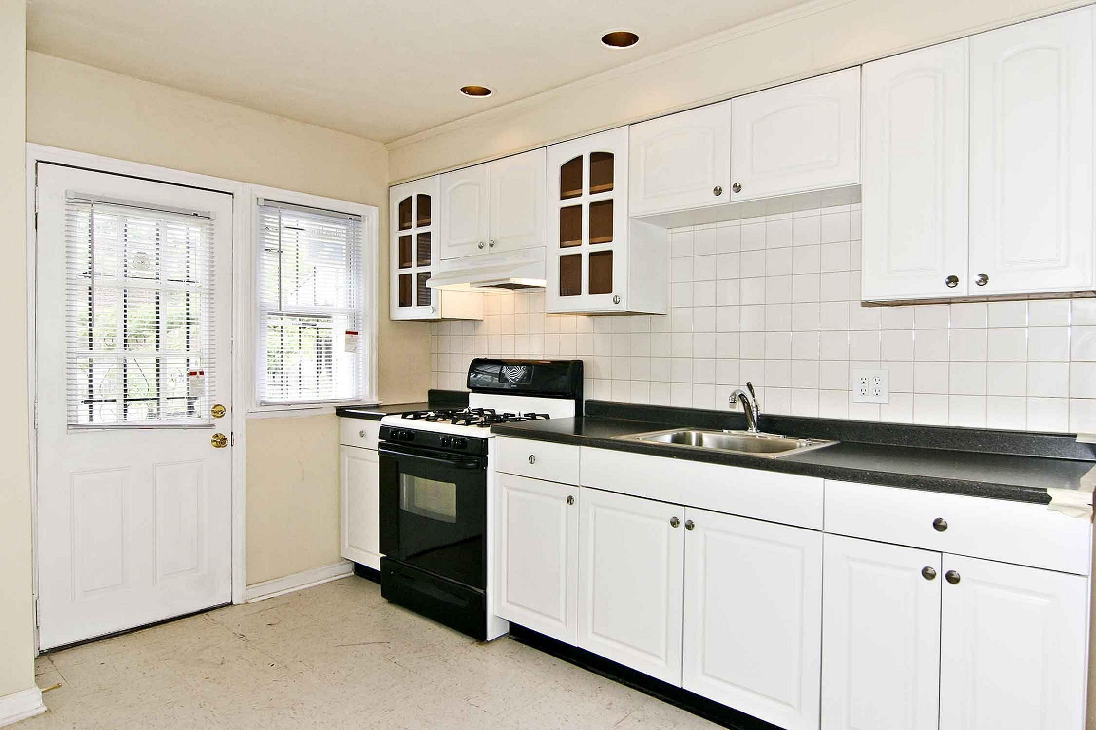 Elegant 25 White Kitchen Cabinet For Kitchen Looks More Clean In 2020 Kitchen Cabinet Design Cheap Kitchen Cabinets Clean Kitchen Cabinets