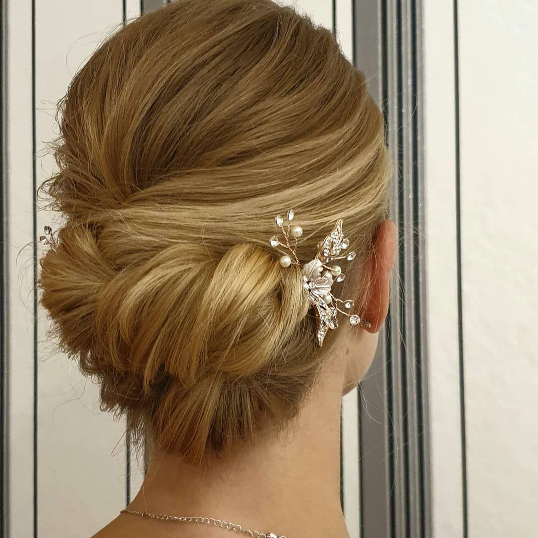 Brautstyling Hochzeitsfrisur Bridalstyle Bridalhairstyle Bridalhair Classichairstyle Bridalstylist Hairdo Wedding Bridal Style Bridal Hair