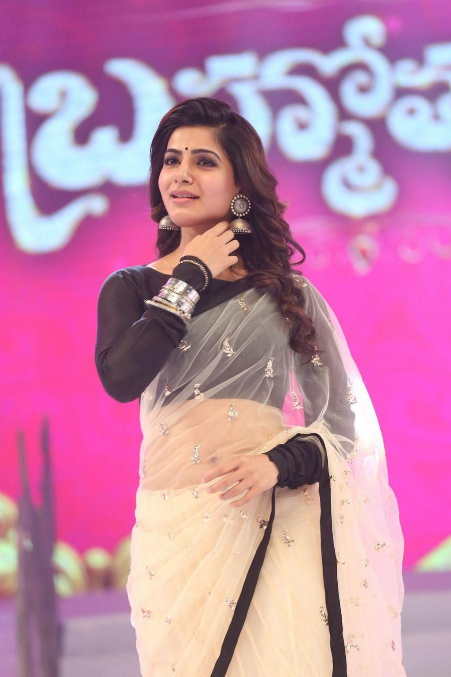323eb9f8edff6d White saree, Transparent saree, Black borders, Black full sleeves blouse,  Love the jumka, Samantha Ruth Prabhu looking gorgeous in this beautiful  saree