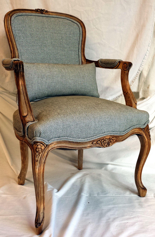 Sill n cl sico decapado en madera natural y retapizado a adiendo un coj n para mayor confort - Confort y muebles ...