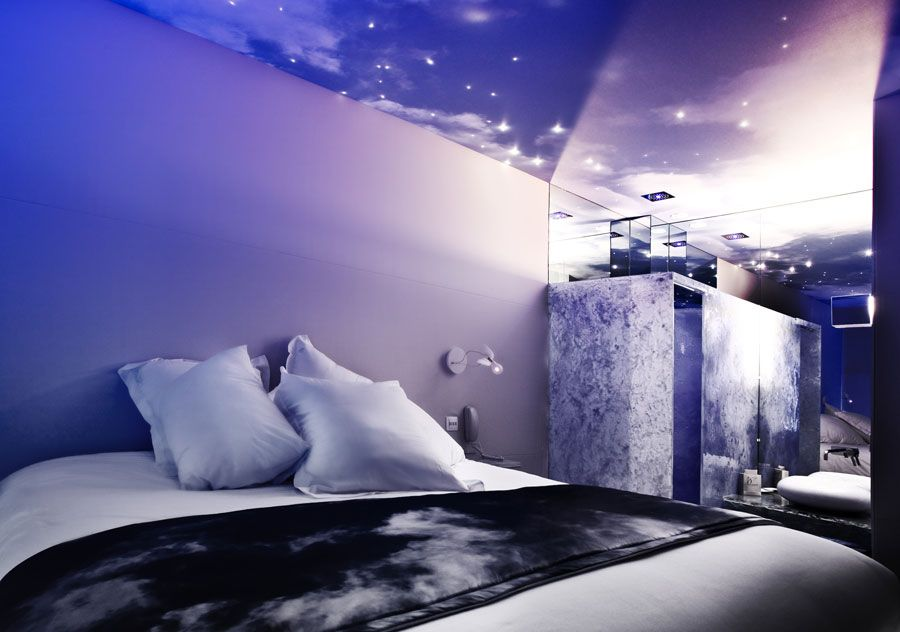 Sixth Sense Or Seventh Heaven You Decide At One By The Five Paris Avec Images Idee Couleur Salon Jacuzzi Hotel Design