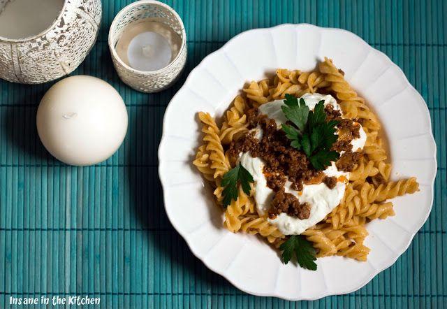 Insane in the Kitchen - der alltägliche Wahnsinn zwischen Börek und Köfte: { Türkische Klassiker } Nudeln mit Hackfleisch-Joghurt-Sauce ~ Kıymalı YoĞurtlu Makarna