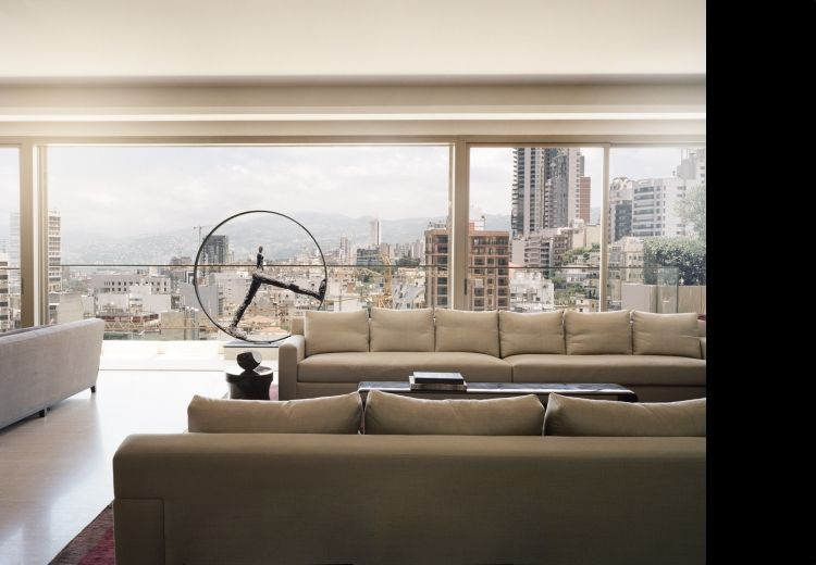 Un salon accueillant et confortable par thierry lemaire architecture de luxe tendances d co for Un salon de luxe