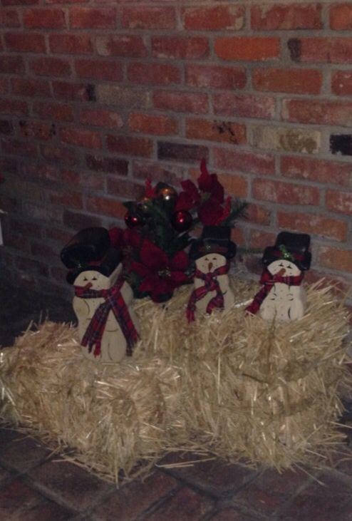 What To Do With Leftover Hay Bales For Christmas Decorations Outside