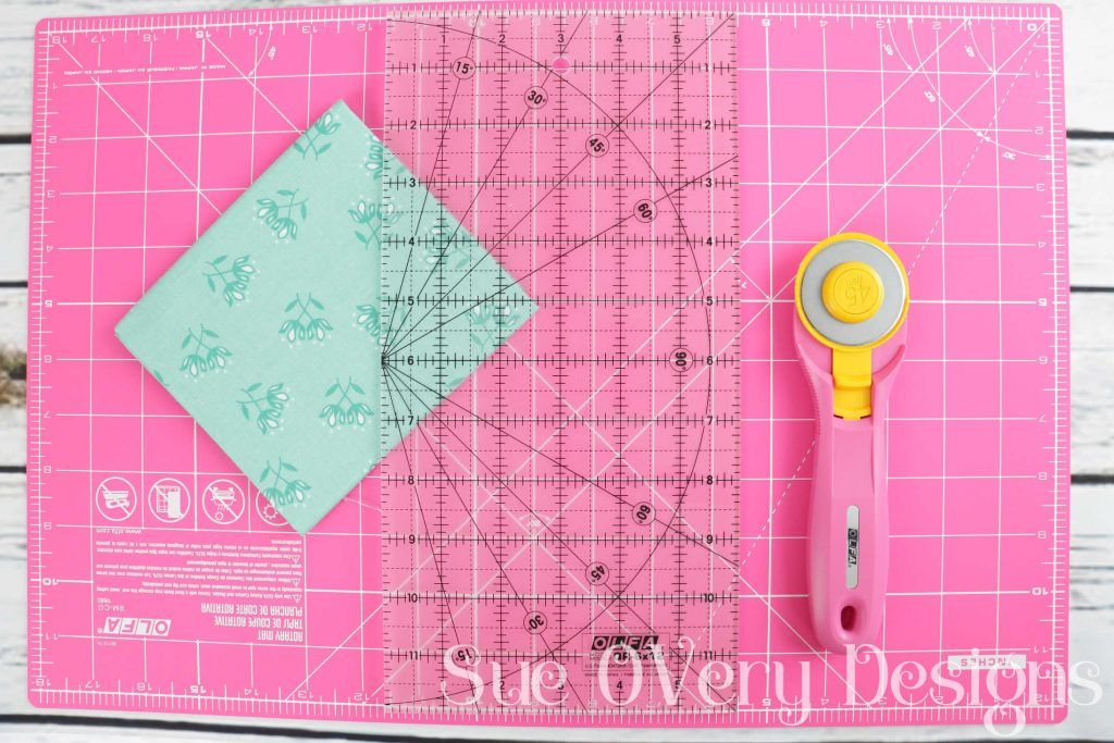How To Use The Olfa Splash Rotary Mat And Rotary Cutter Sewing Kits Diy Rotary Cutter Sewing Kit
