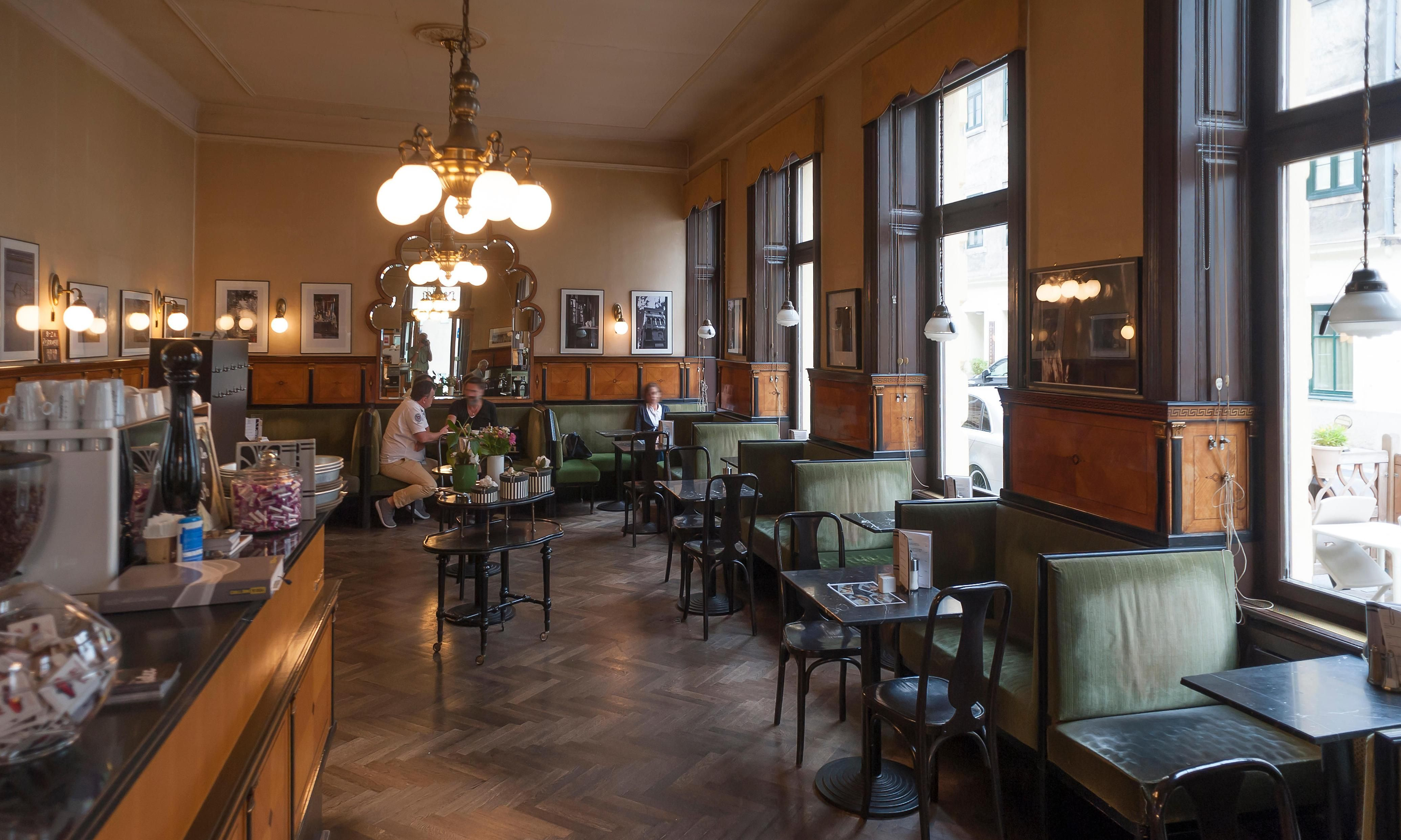 10 Of The Best Restaurants And Cafes Near Europe S Main Railway Stations In 2020 Restaurant Cafe Cafe Restaurant