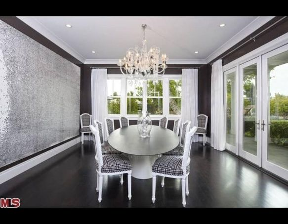 Glitter wall. ~ Classy, yet reflective. | Home: With the ...