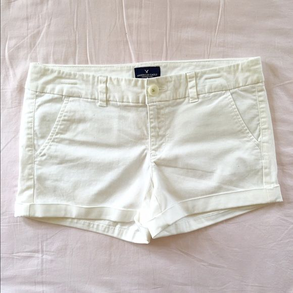 ⚪️White AE shorts⚪️ Like new! Size 8. ✨I have tons of other shorts in my closet!✨ American Eagle Outfitters Shorts