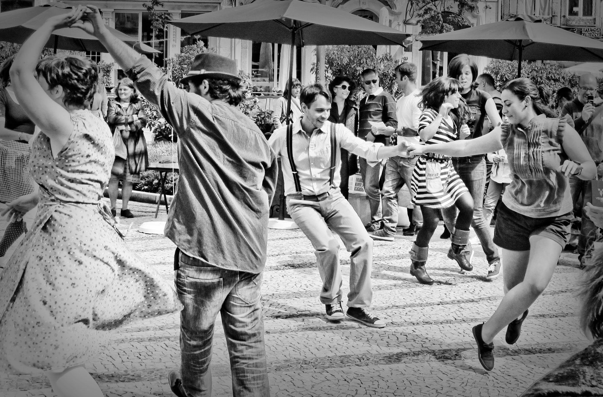 молодежь практикует свинг