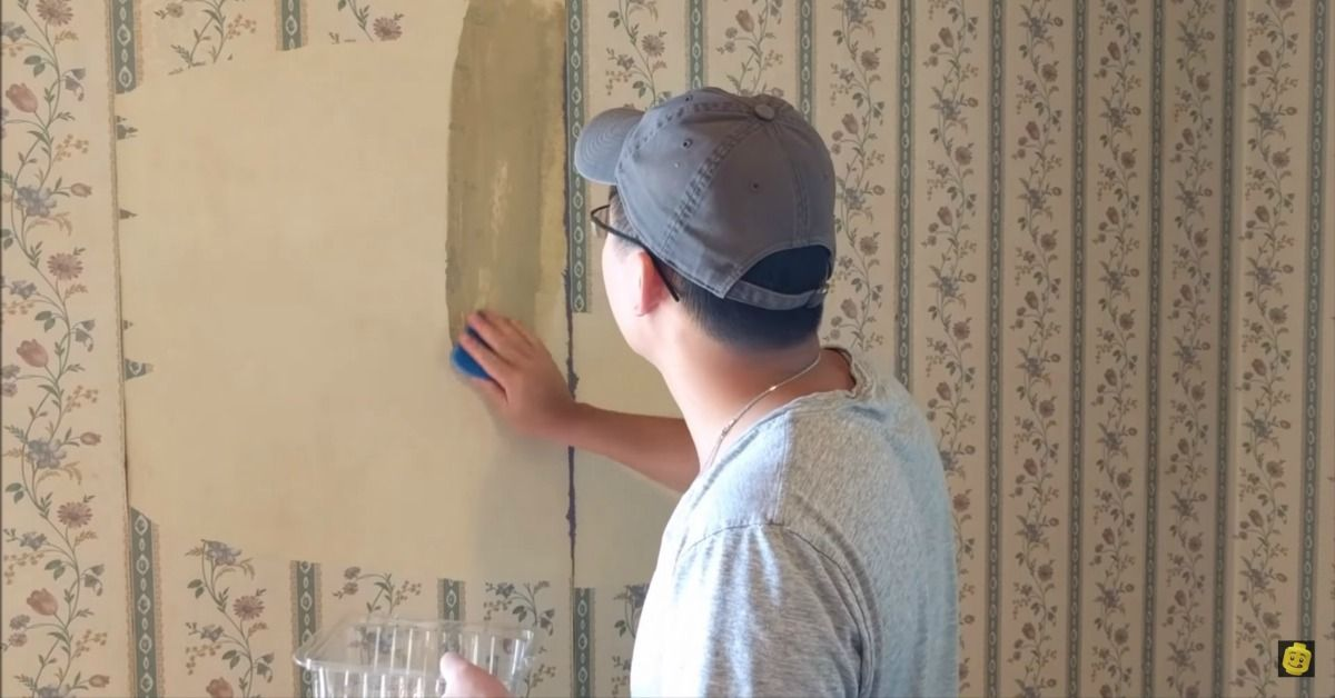 How To Remove Old Wallpaper Using Nothing But Hot Water And A Sponge Via Vanessacrafting