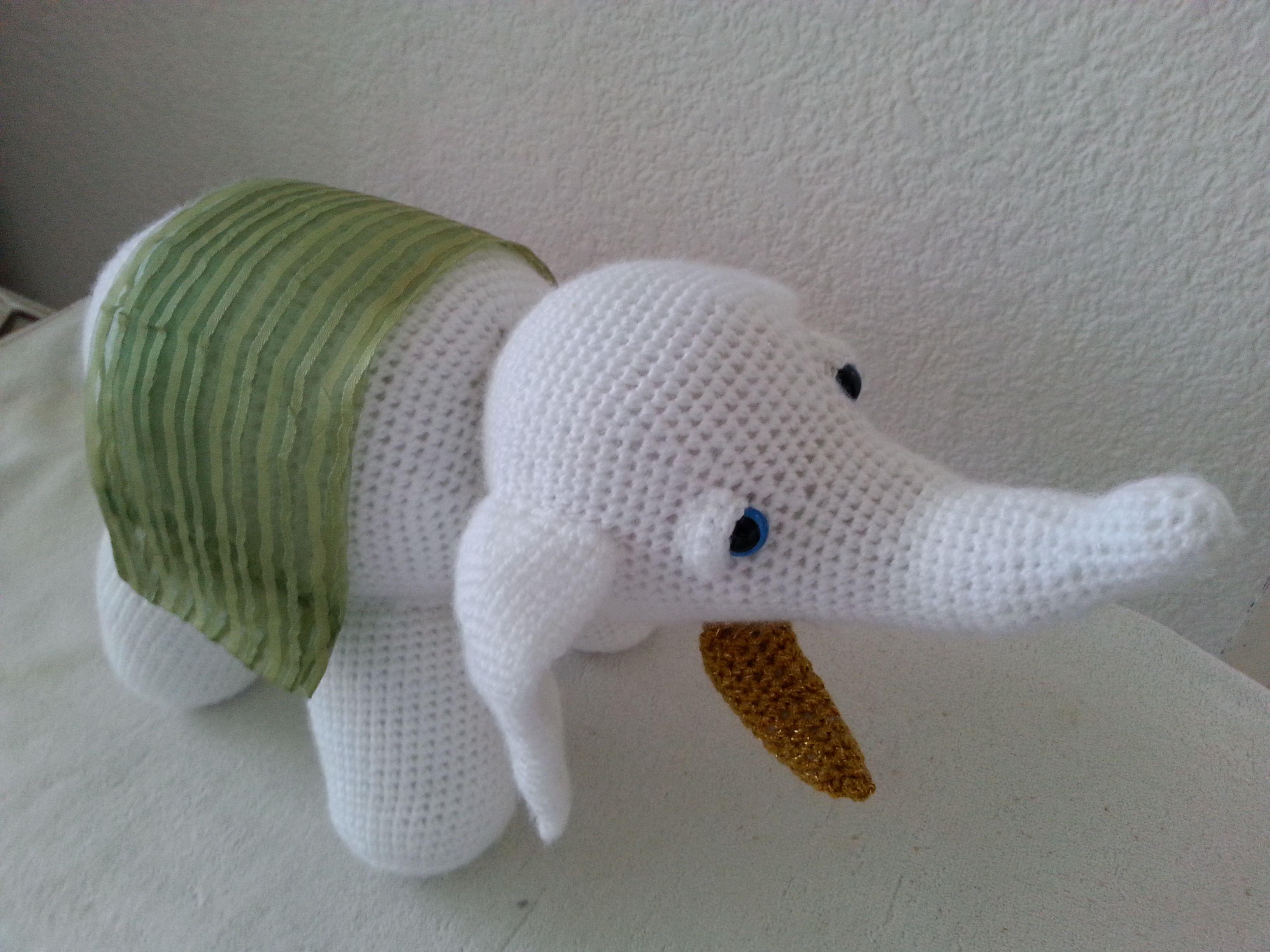 elefante blanco de la suerte tejido