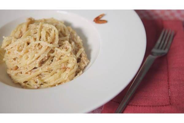 Tallarines con salsa de cacahuete y piñones - Gallina Blanca
