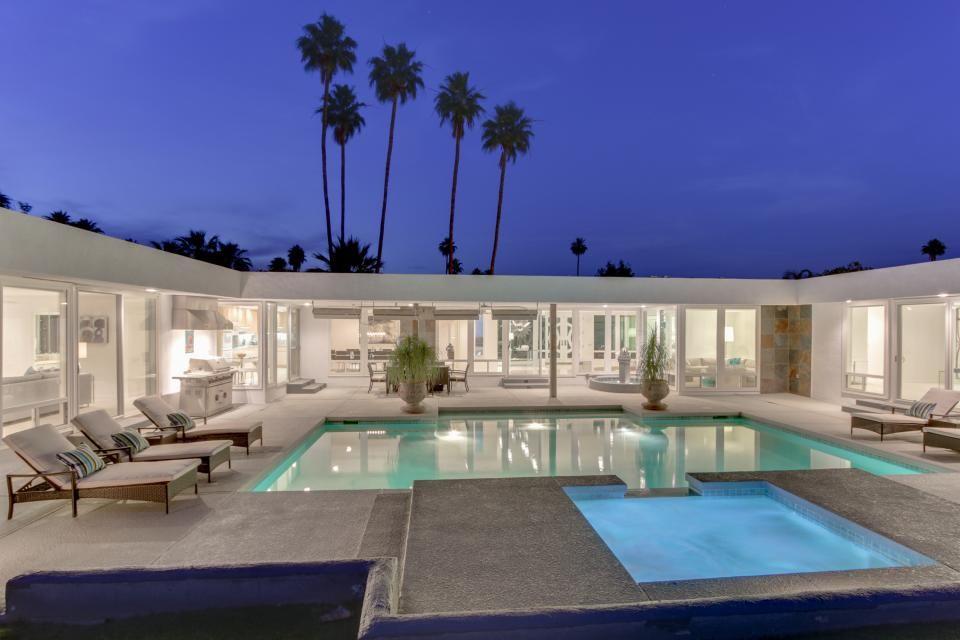 Palm Springs | Modern house plans open floor, Modern small ...