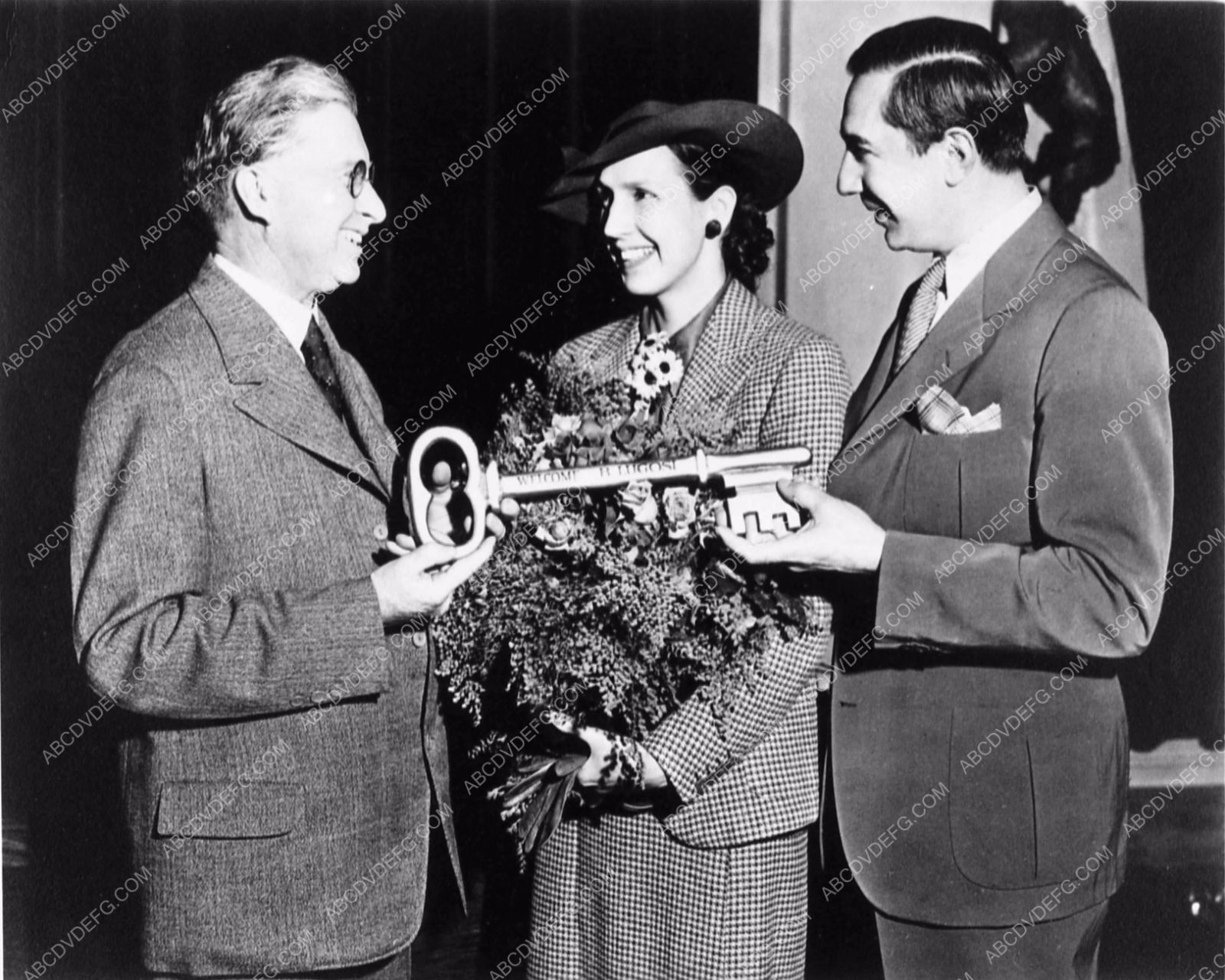 Photo bela lugosi and wife lillian with key to the city news photo