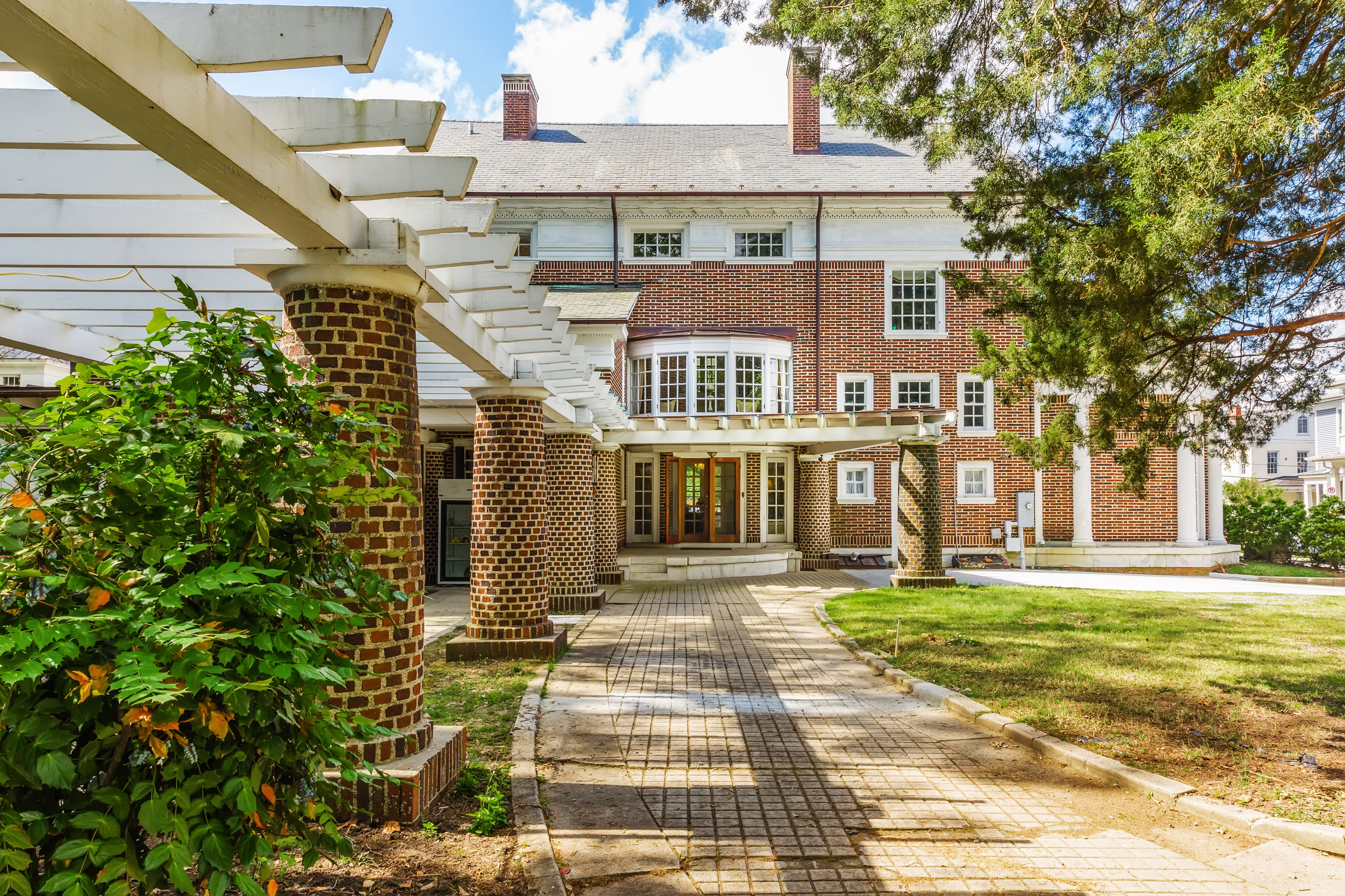 Historic Bed & Breakfast Brick columns, Bed and