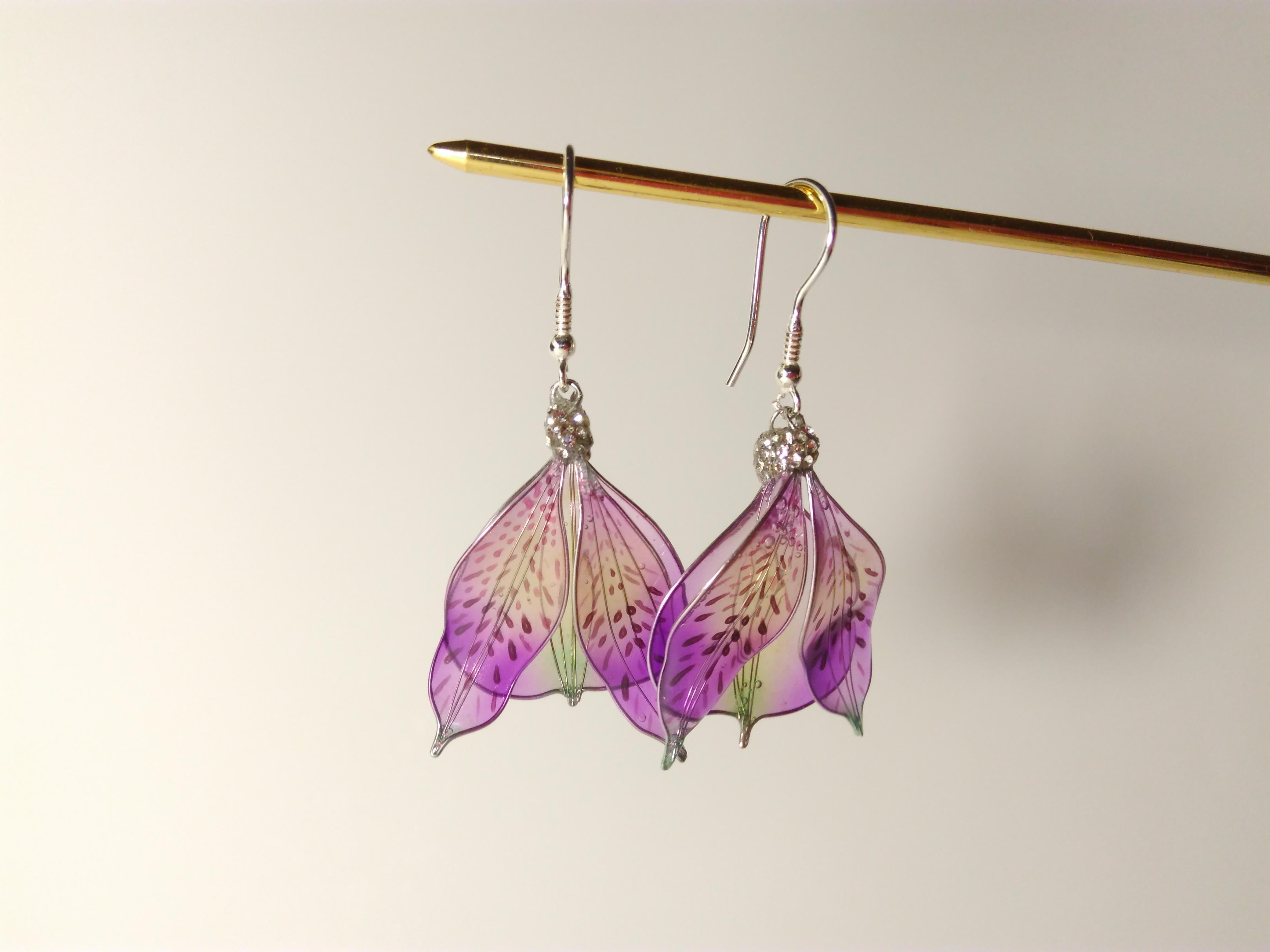 Purple Alstroemeria Flower Earrings I Made From Wire And Resin Etsy Handmade Earrings Flower Earrings Earrings