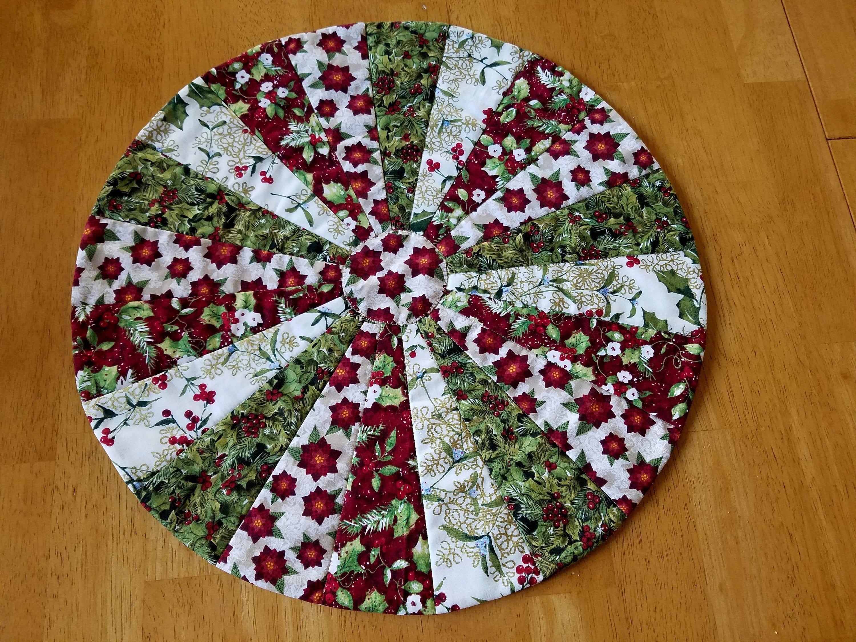 Round Christmas Holiday Table Topper Handmade Patchwork Table Quilt Modern Quilted Table Runner Red Christmas Table Runner Pattern Table Quilts Table Toppers
