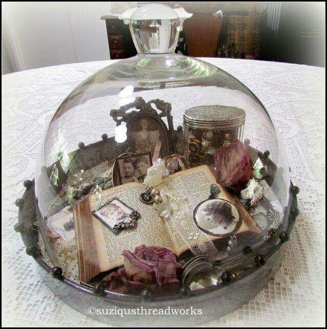 pin von carolyn hunnicutt auf so cloche pinterest deko kr nze glasglocke und kr nze. Black Bedroom Furniture Sets. Home Design Ideas