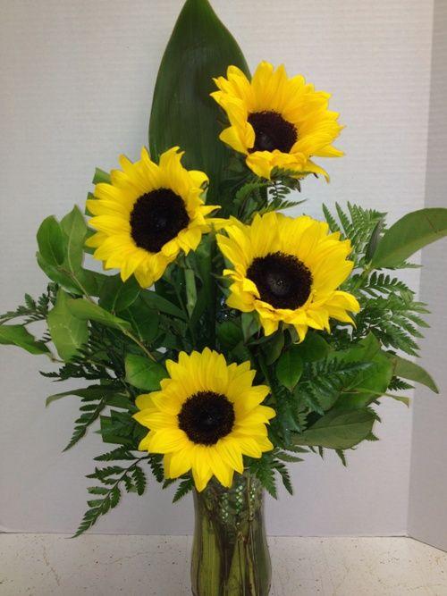 Sunflowers Everyone Love Sunflowers Roadrunner Florist Basket Express Phoenix Az Sunflower Arrangements Spring Flower Arrangements Flowers Delivered