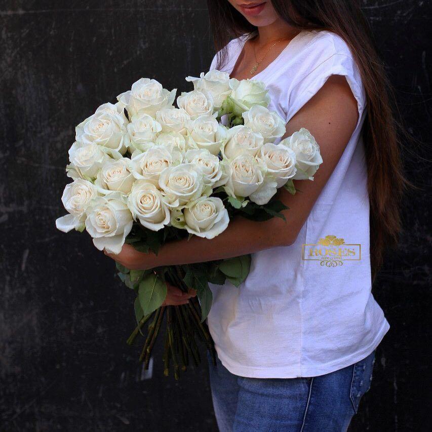 Podari Zhenshine Million Alyh Roz A Ona Skazhet Chto Ej Nuzhna Odna No Belaya Baku Rosesarered Flowerstagram Redroses Azt In 2020 Floral Wreath Red Roses Floral