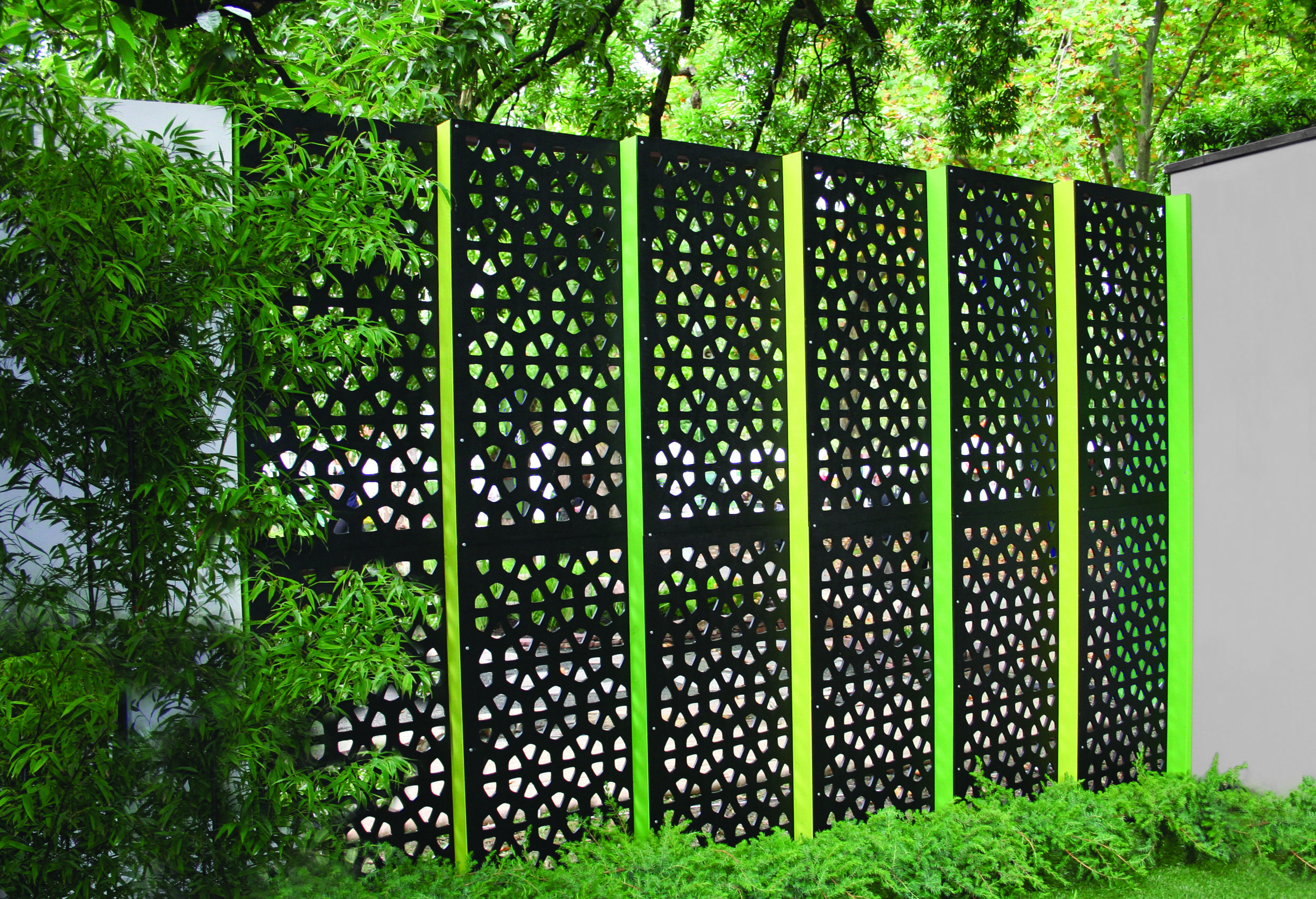 Backyard privacy screens decorative metal outdoor privacy for Garden fence features