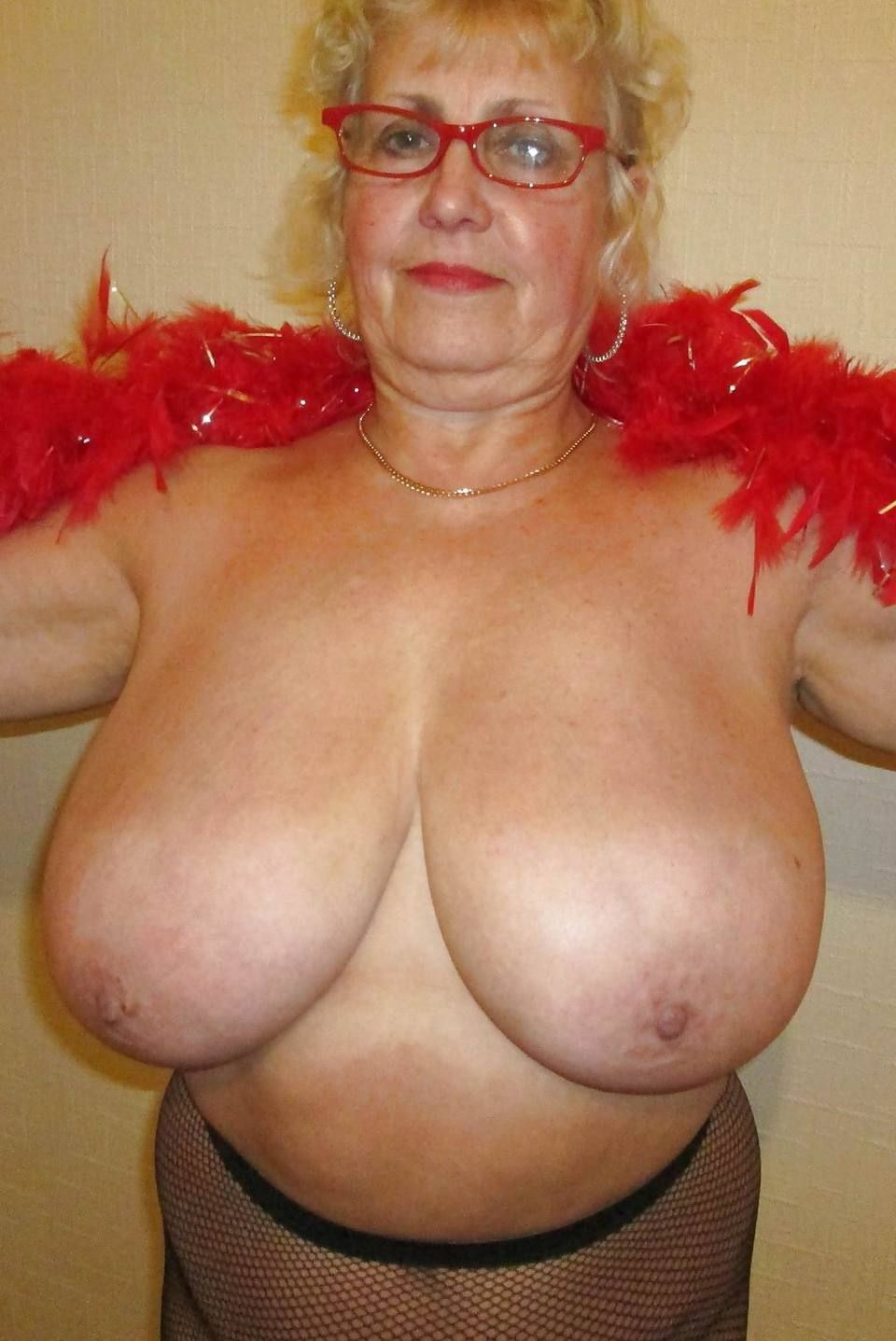 Big huge tits mom-6924