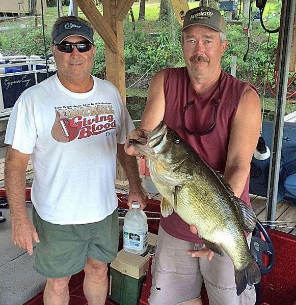 Texas Angler Lands Monstrous 12 93 Pounder At Toledo Bend Toledo Bend Angler Long Time Friends
