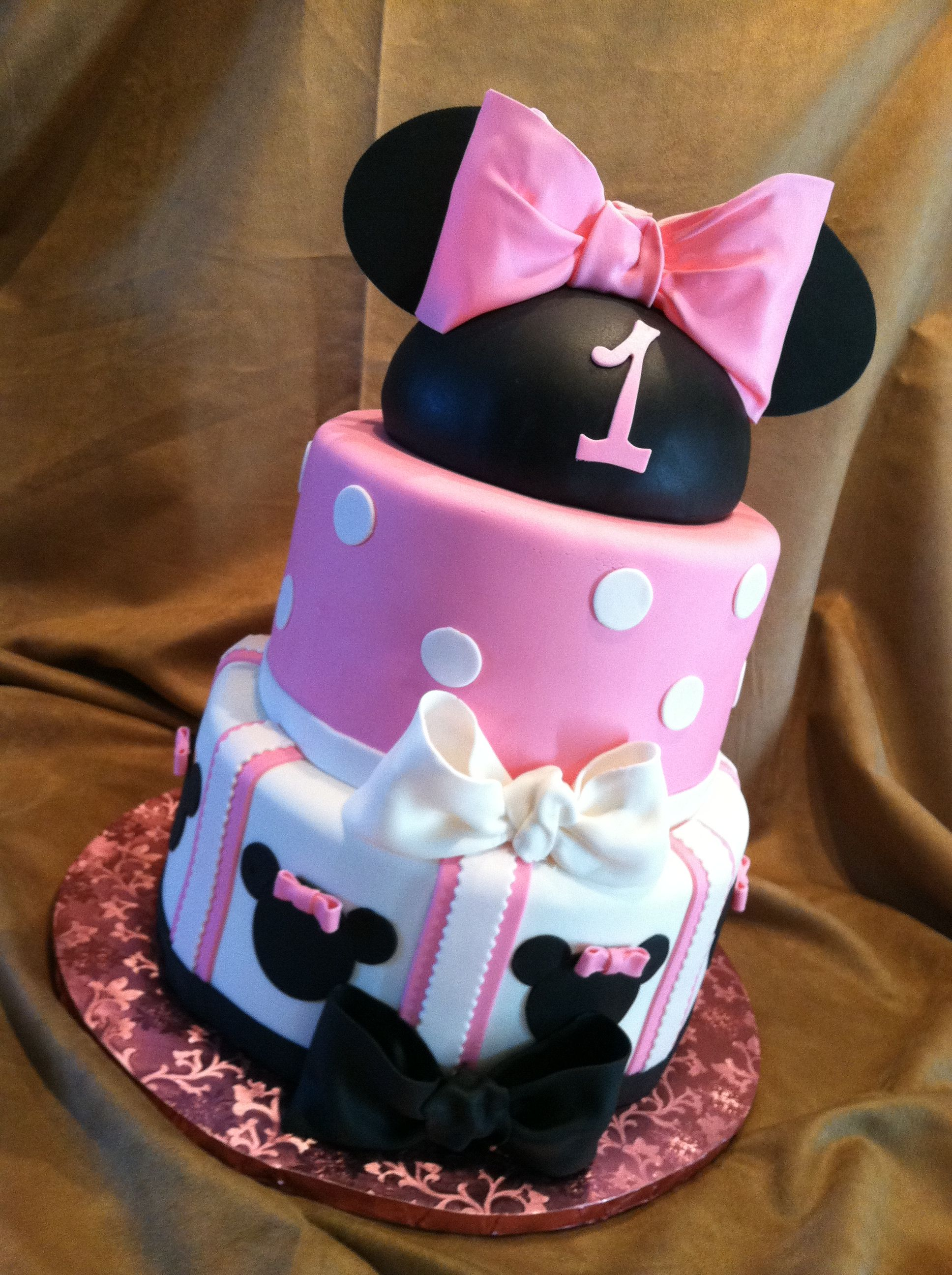 Minnie Mouse birthday cake:) This the cake i want for maddie ...