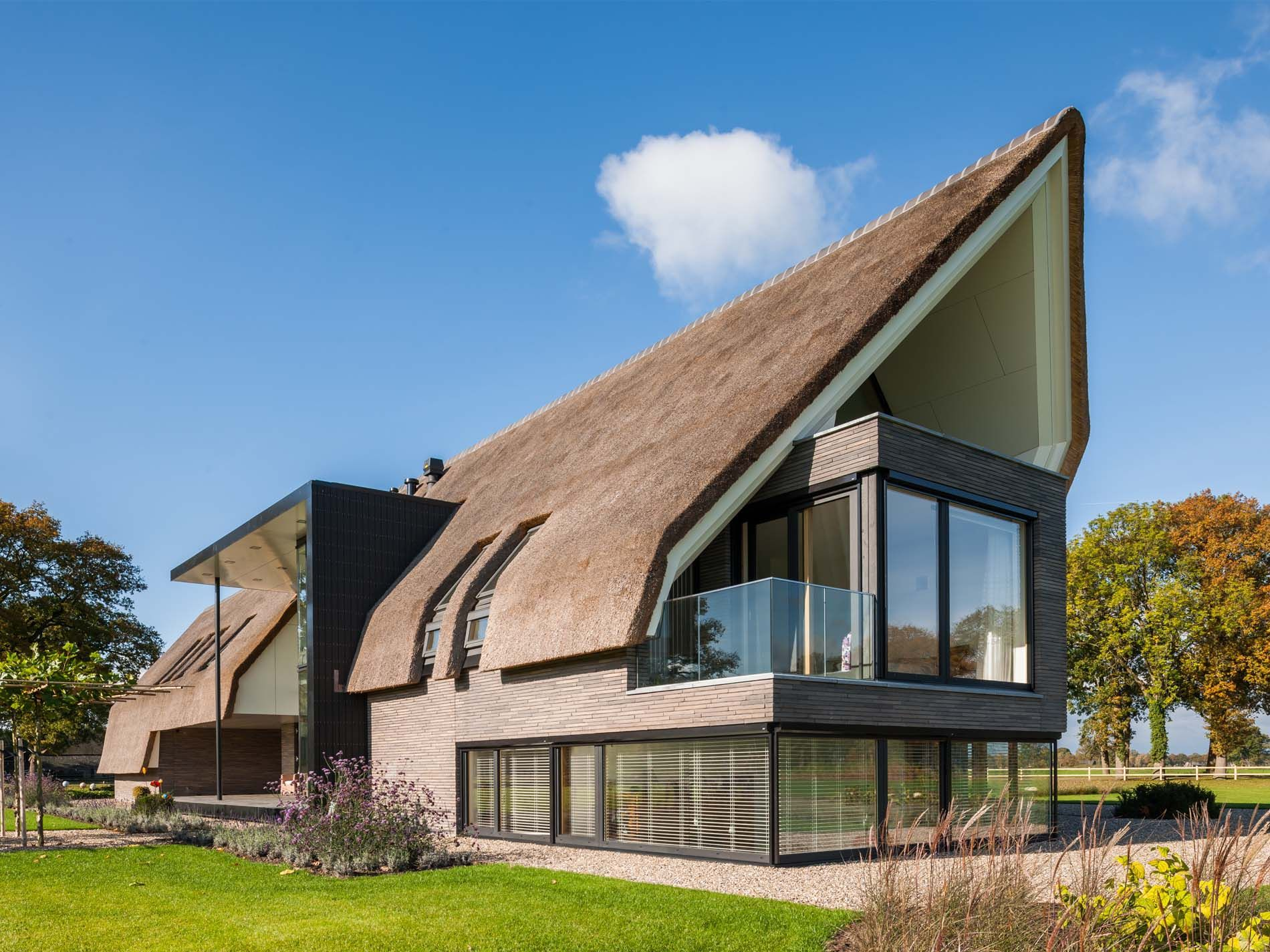 Maas architecten woonhuis laren schuurwoningen for Hedendaagse architecten