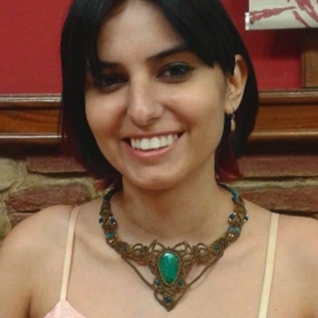 Ayer en la graduación Miriam estaba preciosa con este collar de #EntreNudosMacramé!!! Emoticono smile Q bien te queda!! Collar de macramé con piedra engarzada. MODELO COMPLETAMENTE PERSONALIZADO.