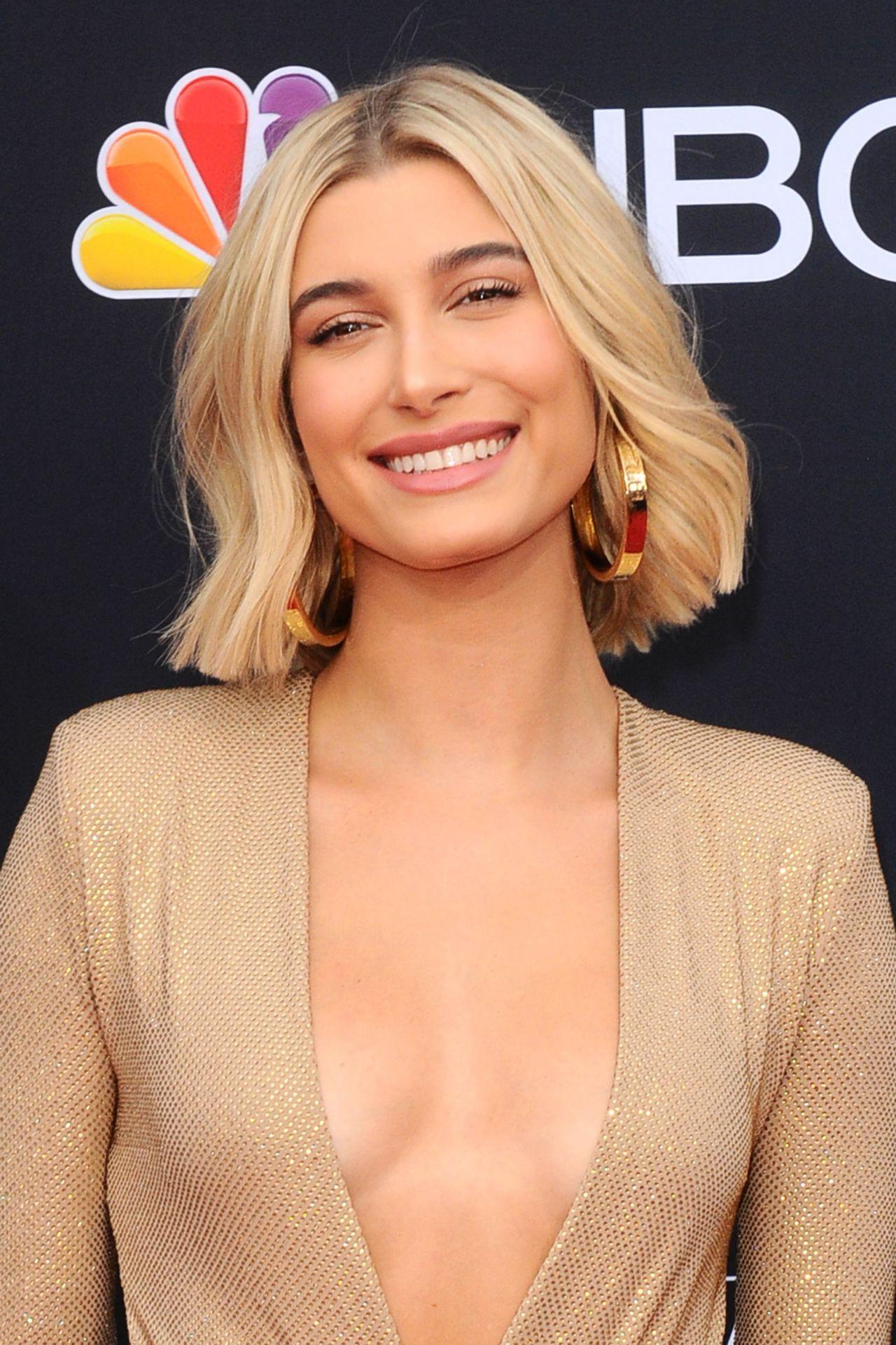 Http Celebmafia Com Wp Content Uploads 2018 05 Hailey Baldwin 2018 Billboard Music Awards In Las Celebrity Short Hair Short Hair Styles Celebrity Hairstyles